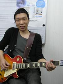 ギターの講師画像